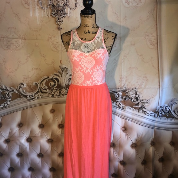 FLIRT Dresses & Skirts - Beautiful Coral And Lace Maxi Dress w Slit